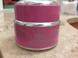 Embalagem fofinha, rosa e cheia de glamour. Assim que eu gosto!
