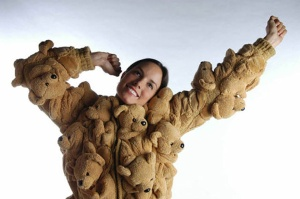 O casaco de ursinhos até é fofo, mas está aqui para representar todas as peças nada práticas que já usamos na vida