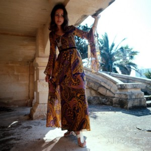 retro-fashion-model-in-chiffon-dress-ibiza-seventies-flowing-feminine
