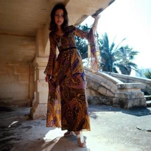 retro-fashion-model-in-chiffon-dress-ibiza-seventies-flowing-feminine
