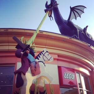 Fachada da loja da Lego em Downtown Disney